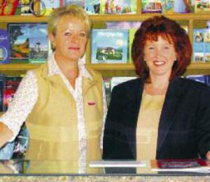 Ihre Anmeldung wird entgegen genommen von: Brigitte Maier (links) oder Frau Eleonore Kriege.